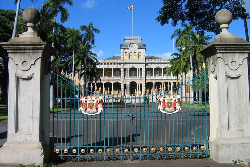 Queen Liliuokalani Palace Inside Gate Entrances ...