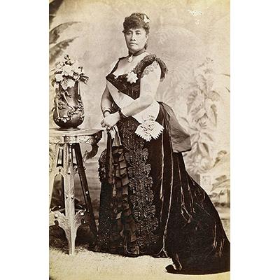 Queen Liliuokalani Palace Inside Historic Photos...
